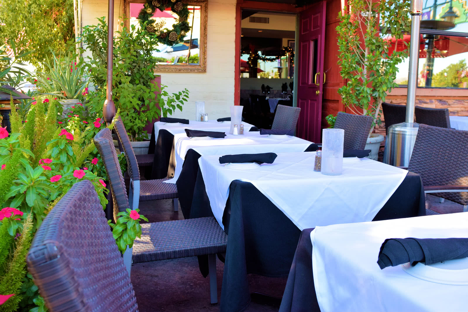 lease restaurant equipment for a refresh of your patio furniture