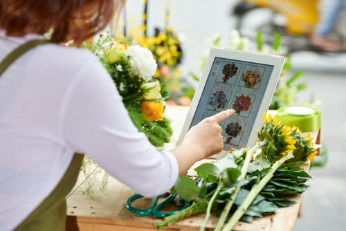 A flower shop owner learns how to grow a business online